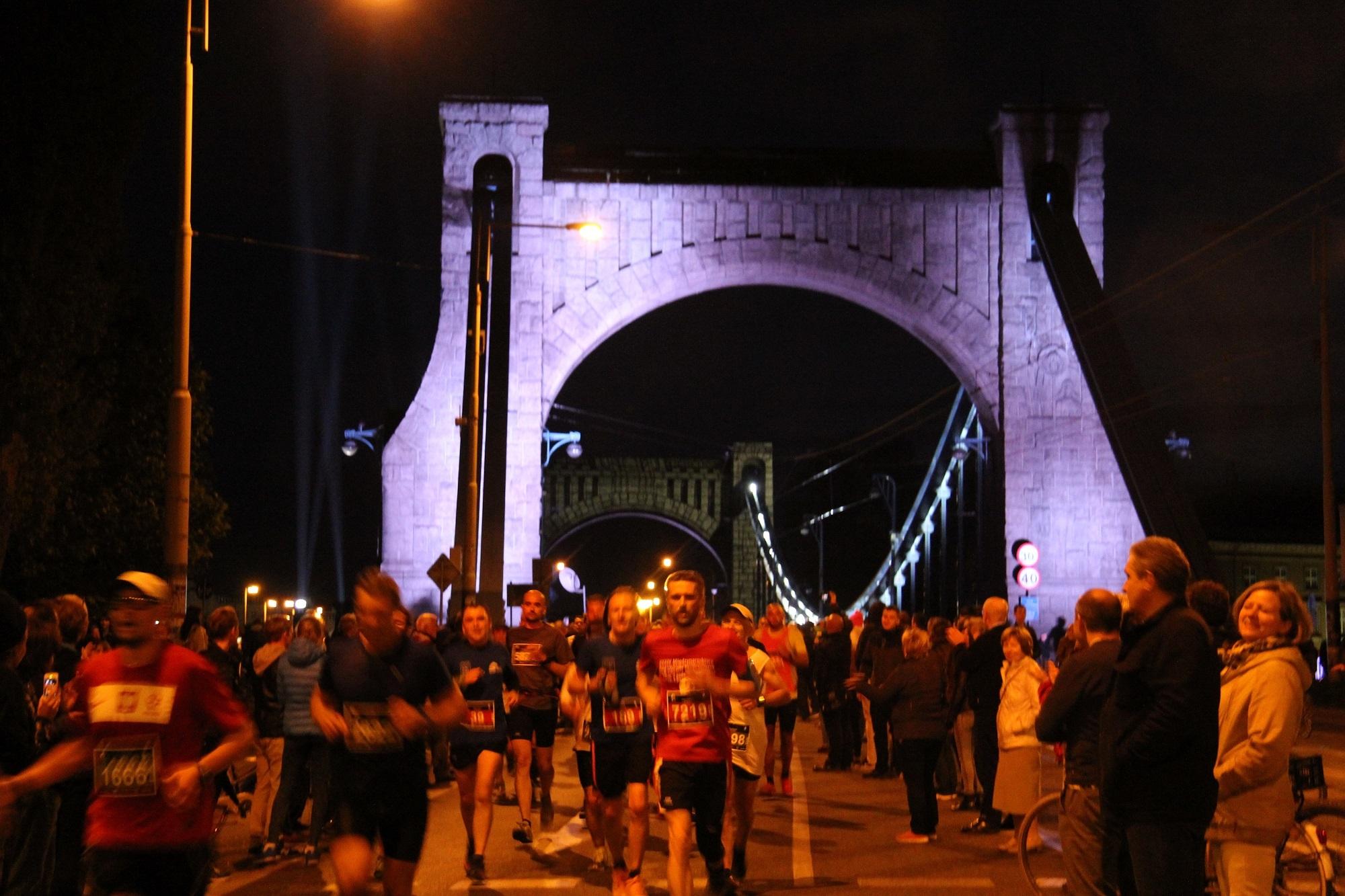 nocny wroclaw polmaraton
